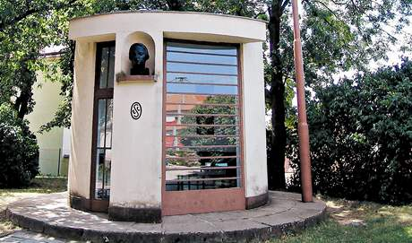U památníku Prokopa Diviše v Příměticích je také replika bleskosvodu.