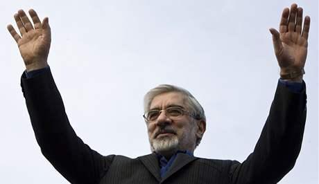 Hlavní kandidát opozice Mír Hosejn Músáví