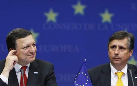 José Manuel Barroso a Jan Fischer na summitu v Bruselu (19. června 2009)