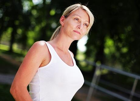 Čtenářka Jana měsíc po výměně implantátů a modelaci prsou