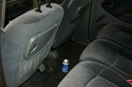 Servis klimatizace: čistící sprej se umístí mezi sedadla