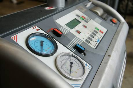 Přístroj na servis klimatizace