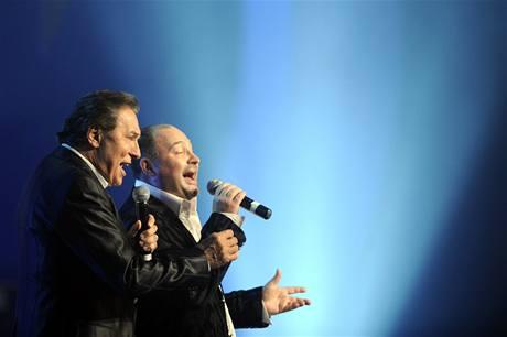 Karel Gott na koncertě k oslavě svých 70. narozenin (O2 Arena, 11. 6. 2009, s Michalem Davidem)
