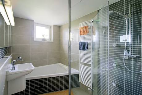 Sprchový kout využívají manželé častěji než velkou vanu