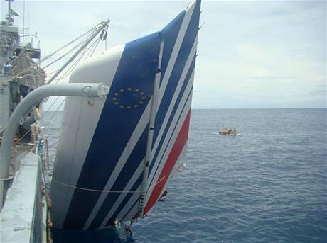 Část ocasu letounu Air France nalezená v Atlantiku (9. června 2009)