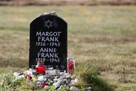 Památník Anne Frankové a její sestry Margot, které zemřely v koncentračním táboře v Bergen-Belsenu.