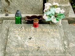 Hřbitov na Vyšehradě - místo posledního odpočinku Vlasty Buriana