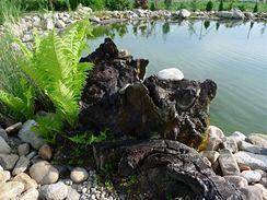 Pohoda a atmosféra jako u přírodního jezera.