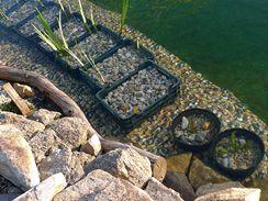 K zakrytí břehu můžete použít i fólie s kamínkovým potiskem.