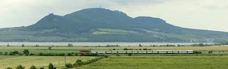 Vlaky na frekventované trati mezi Brnem a Břeclaví