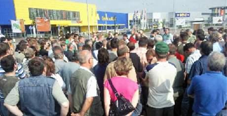 Protest zemědělců u Brna - seřadiště u obchodního domu Ikea