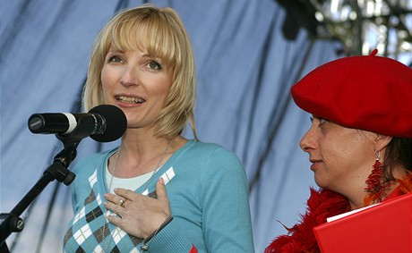Petra Paroubková přebrala za manžela cenu Český papaláš (19.6.2009)