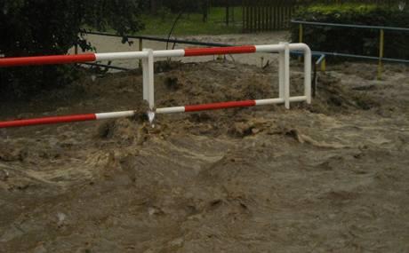 Voda zaplavila obec Lichnov na Novojičínsku. (24. června 2009)
