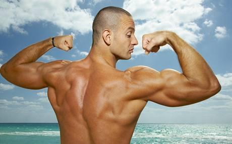 Posilovnu rozhodně nešiďte, k vysněným svalům vám ale pomůže i dobře poskládaný jídelníček