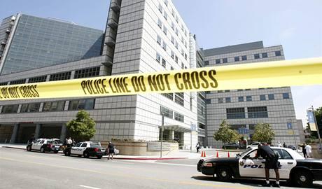 Univerzitní nemocnice v Los Angeles, do níž Jacksona převezli (25. června 2009)