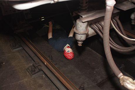 Simulace pádu pod metro