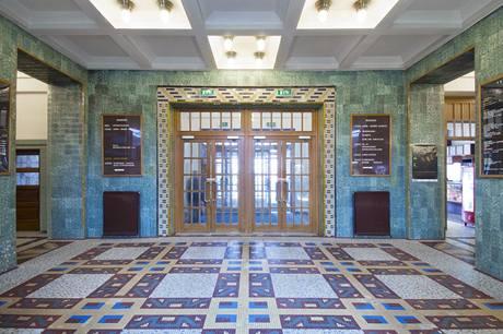 Keramická mozaika je i po více než osmdesáti letech jako nová