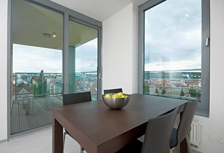 Jídelní stůl byl vyroben na míru podle návrhu architektky