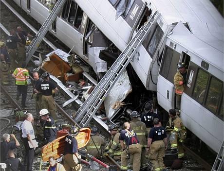Ve Washingtonu se srazily dv� soupravy metra (23. �ervna 2009)