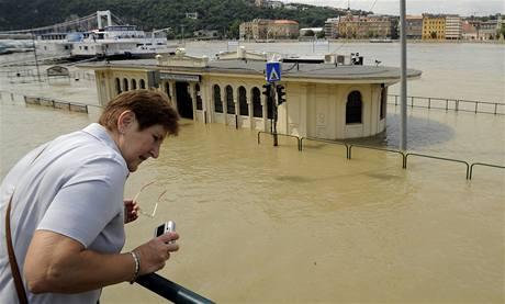 Dunaj se vylil z b�eh� i v ma�arsk� metropoli Budape�ti (29.�ervna 2009)