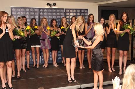 Finalistky Miss ČR si soutěžní čísla losovaly na tiskové konferenci