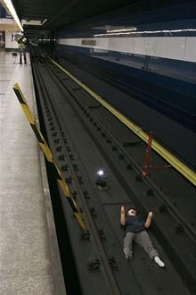 Jak to vypadá, když vás přejede metro
