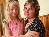 Lenka Opálková s dcerou Lucií rok po vlakovém neštěstí ve Studénce (19. června 2009)