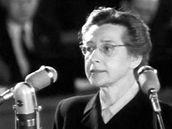 Doktorka Milada Horáková při procesu, který vedl k její popravě.