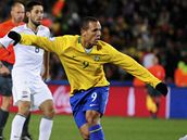 Brazílie- USA, brazilský fotbalista Luis Fabiano se raduje z gólu
