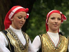 Folklorní festival Strážnice začal ve čtvrtek přehlídkami zahraničních souborů. Hlavní program vypukne o víkendu