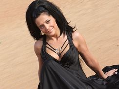 Lucie Bílá během ranního natáčení videoklipu v poušti