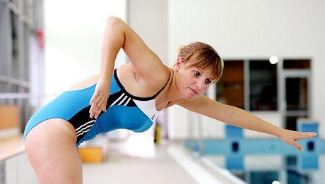 Správný styl plavání se můžete naučit v kurzu.