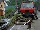 Vojáci odklízejí následky povodní