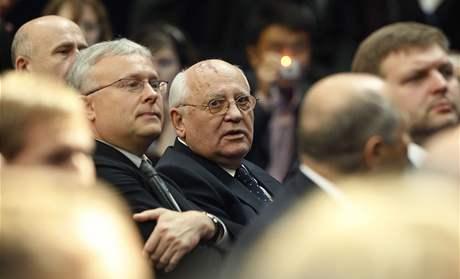 Na projev Baracka Obamy v moskevské ekonomické škole dorazil i bývalý sovětský prezident Michail Gorbačov (7. července 2009)