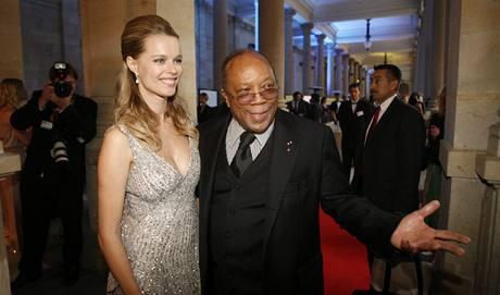 Hudební producent Quincy Jones s českou topmodelkou Helenou Houdovou na charitativní akci nadace Slunečnice