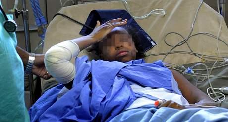 Čtrnáctiletá Bahia Bakari v péči lékařů nemocnice v Moroni