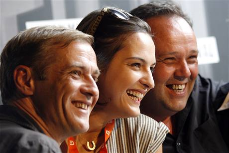 Delegace k filmu Pokoj v duši. Zleva herec Rona Luknár, Jana Kirshnerová a režisér Vladimír Balko.