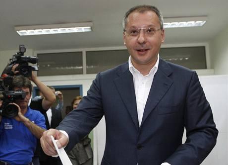 Dosavadní premiér a lídr socialistů Sergej Stanišev u volební urny (5. července 2009).