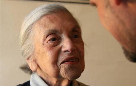 Lenka Reinerová. Foto z oslavy spisovatelčiných 91. narozenin, Praha  18. května 2007.