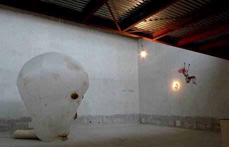 Výstava Čtrnáct S v pražském DOXu. František Skála: Triumf smrti, 2009.