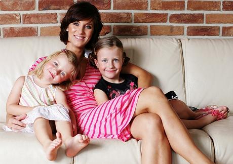 Veronika Vieweghová s dcerami Sárou (vpravo) a Bárou