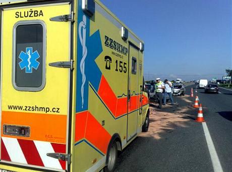 Nehoda tří aut zkomplikovala dopravu na D1