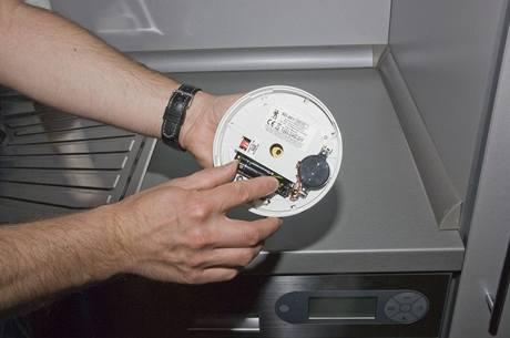 Vkládání baterie do kouřového hlásiče