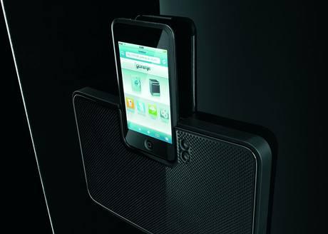 Chladnička s dokovací stanicí pro iPod