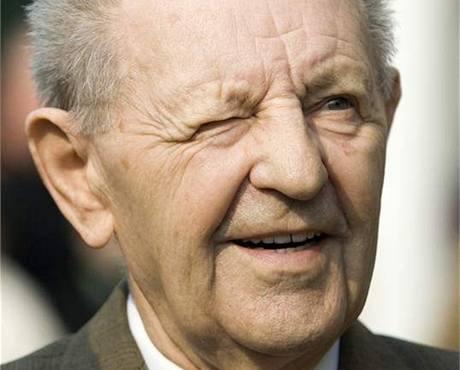 Miloš Jakeš se sice z veřejného života stáhl, jednou za rok ale vidět bývá: při prvomájových oslavách komunistů.