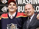 Michael Frolík, Florida - Český hokejista Michael Frolík (vlevo) byl draftovaný Floridou Panthers jako hráč číslo deset. Pózuje s generálním manažerem týmu Mikem Keenanem.