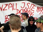 Sympatizanti squatingu protestují proti vyklizení vily Milada.
