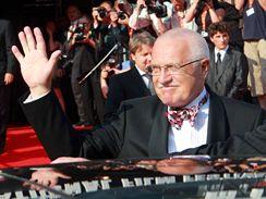 Příjezd prezidenta Václava Klause na 44. MFF v Karlových Varech