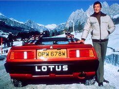 Roger Moore jako James Bond ve filmu Jen pro tvé oči.