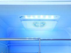 Unikátní filtr působí na různé typy pachů, absorbuje je, rozkládá a tím je vzduch stále čistý a svěží